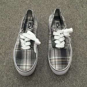 Shoes - NWOT plaid sneakers size 7